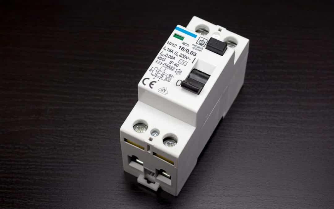 Comment Tester un disjoncteur avec un multimètre ?